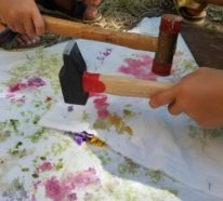 Mit der japanischen Technik Tataki Zomé können Sie frische Blumen auf Stoff bedrucken