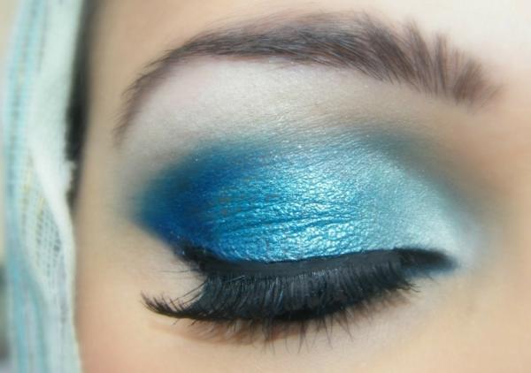 blaues make up blaue augen schminken