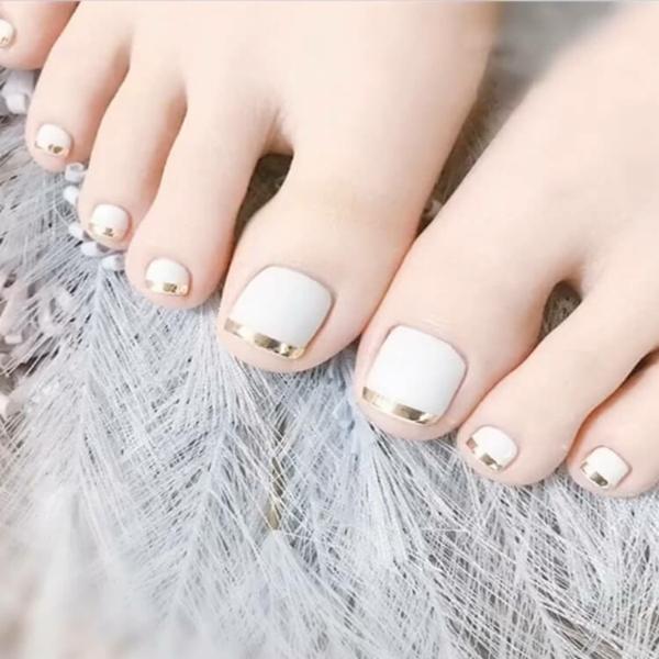 french nails fußnägel gold weiß