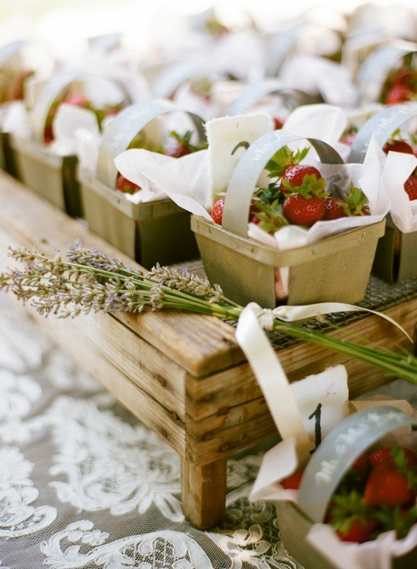 frische erdbeeren gastgeschenke hochzeit