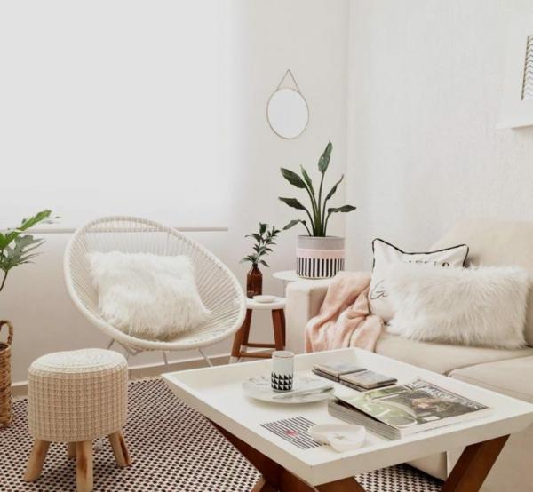 helles wohnzimmer mit acapulco stuhl