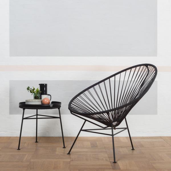 minimalistisch einrichten mit acapulco stuhl beistelltisch
