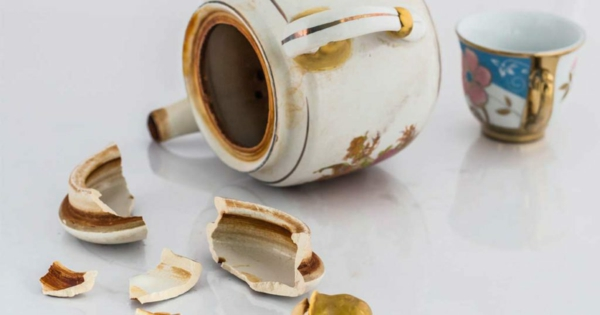 porzellan kleben vase becher