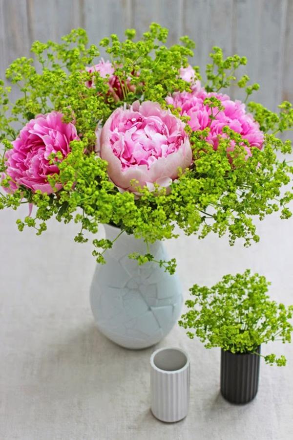 rosen frauenmantel blumenstrauß tischdeko