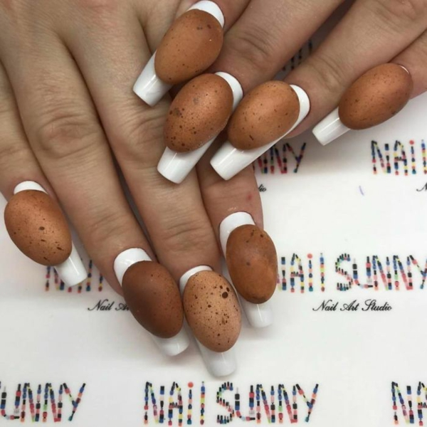weiße nägel mit eiern verrückte nageldesign ideen