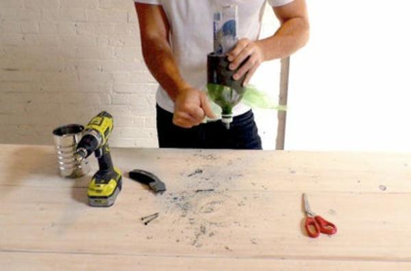 Betonlampe selber machen Anleitung Plastikflasche entfernen