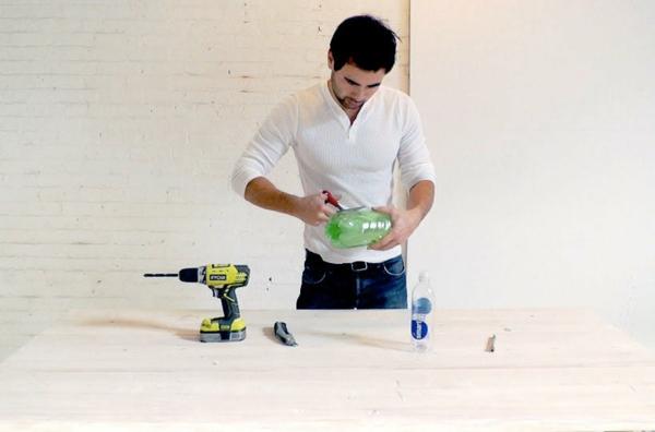 Betonlampe selber machen Anleitung Plastikflasche schneiden