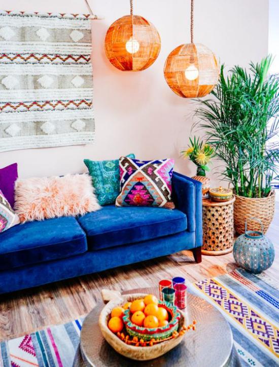 Dekoideen Wohnzimmer Ethno Style Ethno-Teppiche an der Wand und auf dem Fußboden