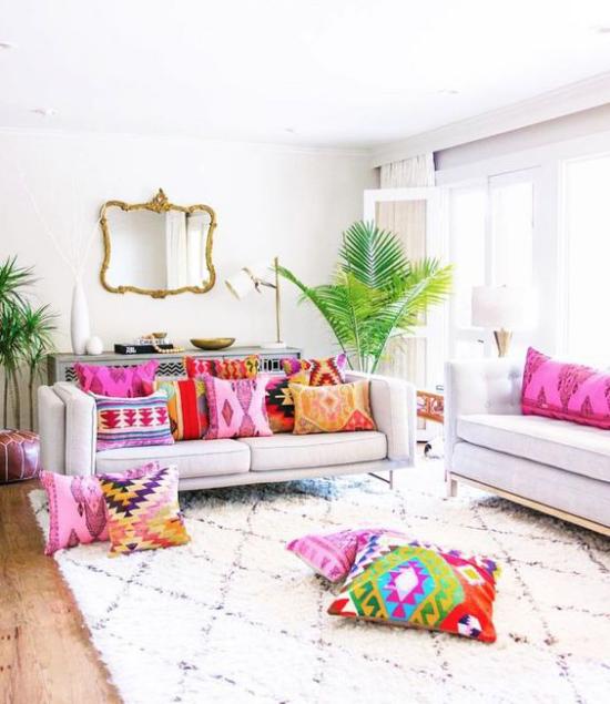 Dekoideen Wohnzimmer Raum in Weiß gestaltet mehr Farbe