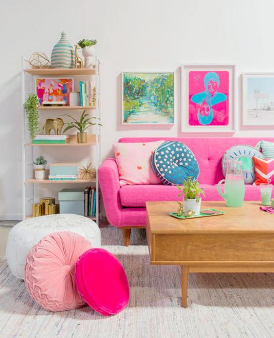 Dekoideen Wohnzimmer bunte Kissen Pink Violett sehr eyecatching