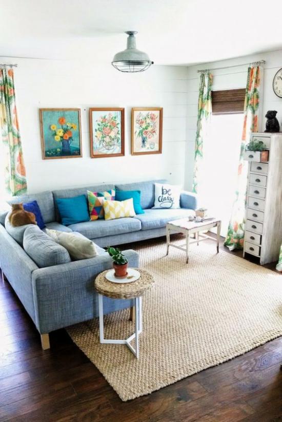 Dekoideen Wohnzimmer drei Wandgemälde sommerliches Flair peppen den Raum auf