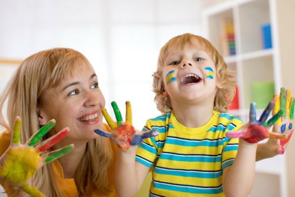 Fingermalfarben Kinder mit Fingerfarben malen