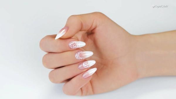 Fingernägel Babyboomer Nägel weiß rosa neuer Nageldesign Trend
