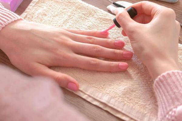 Fingernägel zu Hause selber machen Nägel richtig lackieren