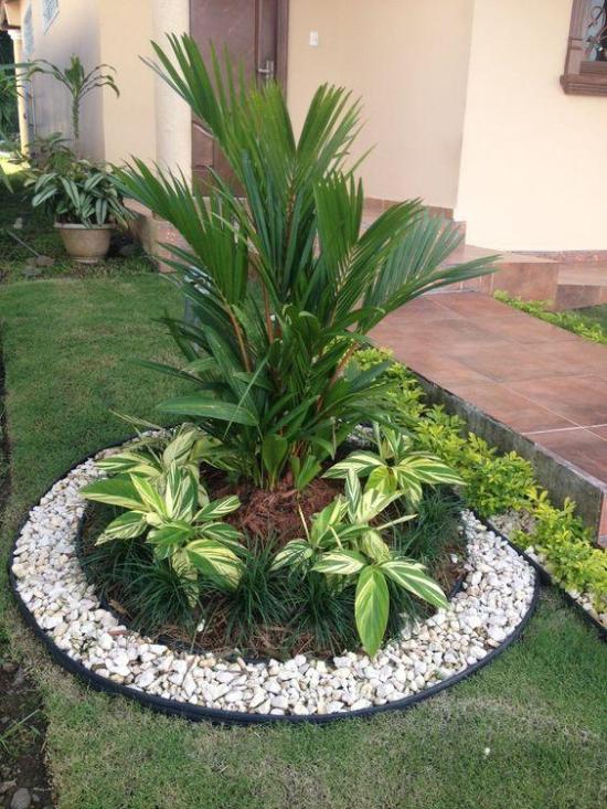 Gartengestaltung Ideen für ein rundes Pflanzenbeet