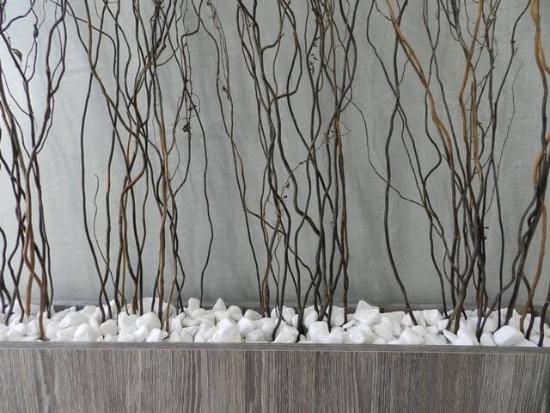 Gartengestaltung - Steine mit Zweigen