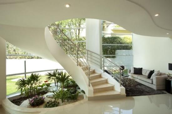 Gartengestaltung - Steine um eine Treppe herum
