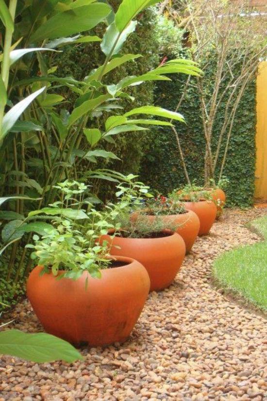 Gartengestaltung - verschiedene braune Nuancen