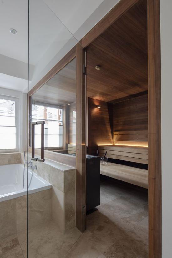 Heimsauna geräumiges Bad Platz für Sauna zuhause hinter Glaswand erstklassiges Design