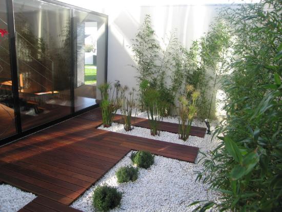 Innenhof mit Steinen Gartengestaltung