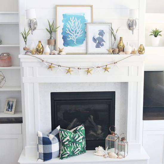 Kaminkonsole sommerlich dekorieren Girlanden Vasen Laternen Deko