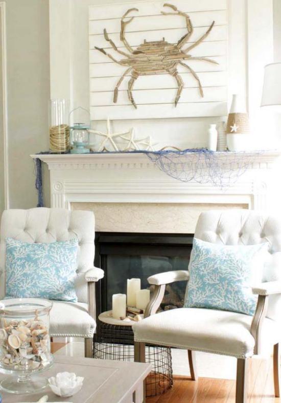 Kaminkonsole sommerlich dekorieren Sitzecke vor dem Kamin in Weiß