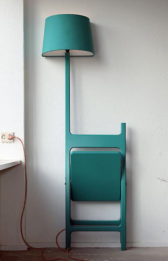 Klapptisch clevere Ideen für klappbare Möbelstücke Klappstuhl mit Lampe in Türkis