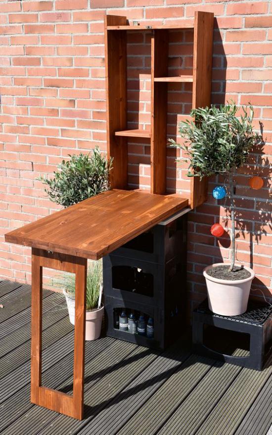 Klapptisch clevere Ideen für klappbare Möbelstücke auf Balkon oder Terrasse selber bauen mit Topfpflanzen dekorieren
