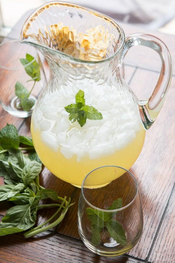 Kräuterlimonade selber machen Limonade mit Minze Basilikum und Dill zubereiten