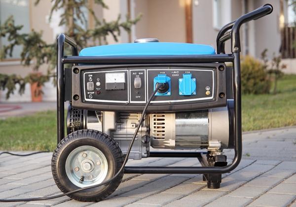 Notstromaggregat – welcher Antriebskraftstoff ist der Beste generator für notfälle räder blau