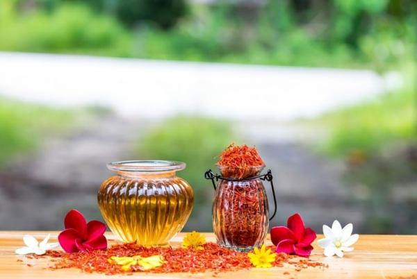 Saflorpflanze gelb orange Blüten Distelöl gesund