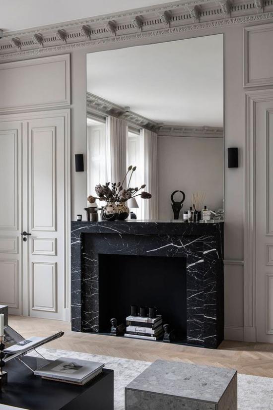 Schwarzer Marmor im Interieur eleganter Look Kamin mit schwarzem Marmor verkleiden hervorragende Idee
