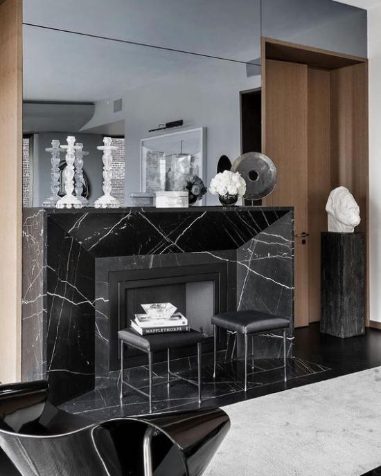 Schwarzer Marmor im Interieur eleganter Look Kamin mit schwarzem Marmor