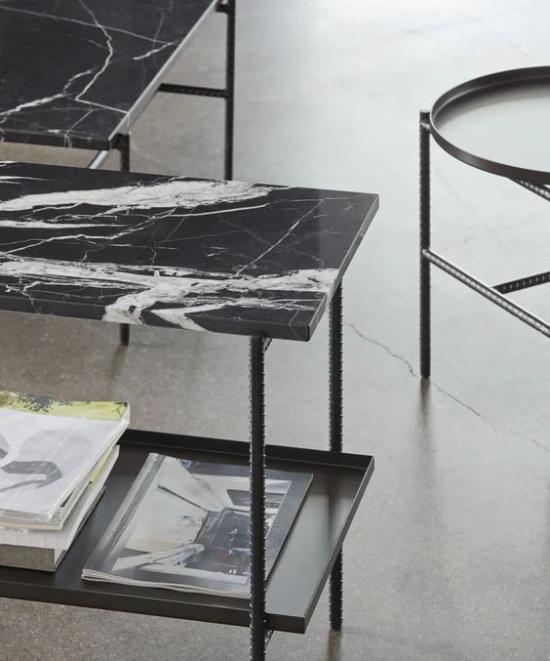 Schwarzer Marmor im Interieur eleganter Tisch aus schwarzem Marmor ein Unikat