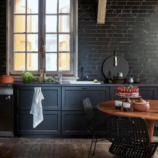 Schwarzer Marmor im Interieur moderne Küche Keramikplatten in Marmor-Look preisgünstige Alternative