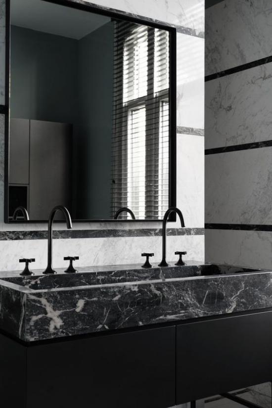 Schwarzer Marmor im Interieur stilvolles Badezimmer Waschtisch Marmor