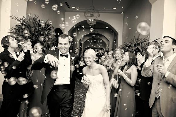 Seifenblasen Hochzeit Hochzeitsfotos schwarz weiß