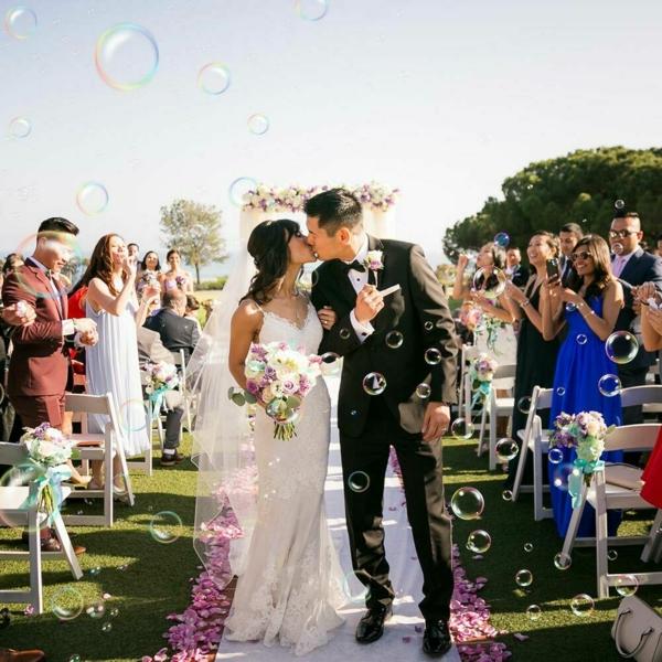 Seifenblasen Hochzeit Kuss romantische Momente