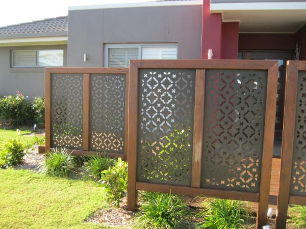 Sichtschutz in einem modernen Garten Kreariver Sichtschutz