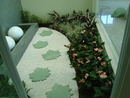 Steine in der Form gon Blättern Gartengestaltung