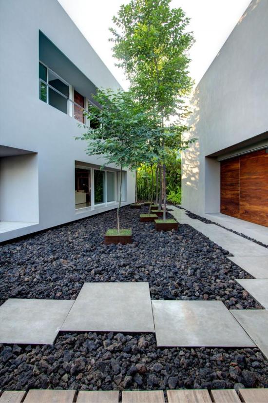 Steine und Trittstufen Gartengestaltung