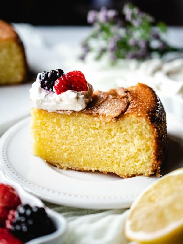 beeren sahne olive oil cake
