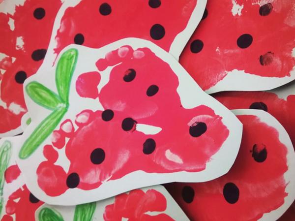 erdbeeren malen fußabdruck basteln mit kindern
