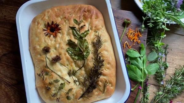 food trend flowe focaccia mit kräutern