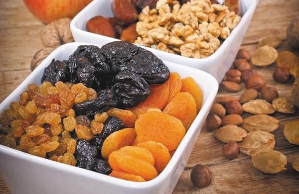 getroknete früchte aprikosen pflaumen rosinen