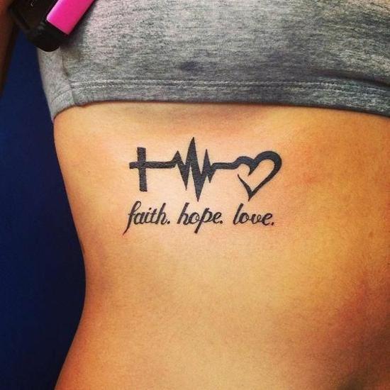 glaube liebe hoffnung tattoo frauen rippen tätowierung