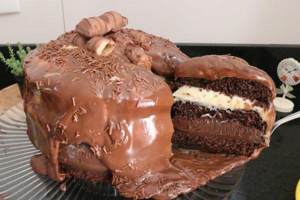 kinderbueno bolo tsunami cake