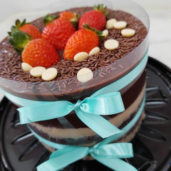 leckere torte bolo tsunami cake erdbeeren