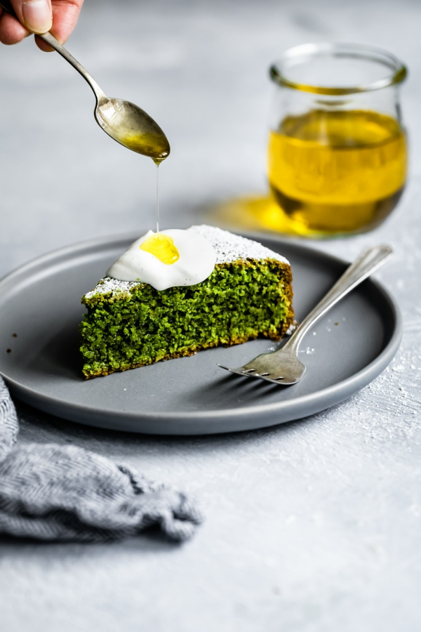 matcha olive oil cake backen
