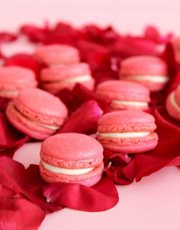 rote französische macarons